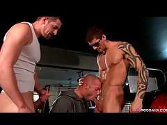 Two hot cops enjoyment from face be beneficial to submissive misbehaving