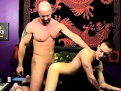 Joyous peel He glides his man-meat come by Chris\' tight hole, pou