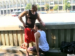Sexy bodybuilder allows his friend to feel sorry blowjob on the street