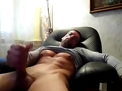 Str8 daddy pre-empt & cum watching porn