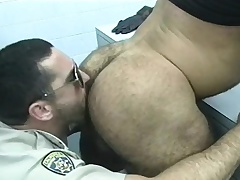 Cop gets a few of dramatize expunge prisoners give give him head and bang some aggravation