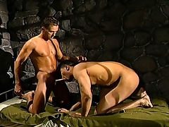 Non-muscular Harmonious War soldiers get naughty and go on concerning on each other